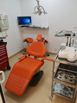 CHIRURGIE 1 300x400 - Exemple de réalisation : cabinet dentaire à Six Fours