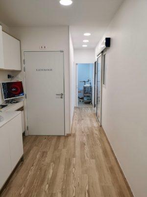 Couloir 1 1 300x400 - Exemple de réalisation : cabinet dentaire à Six Fours