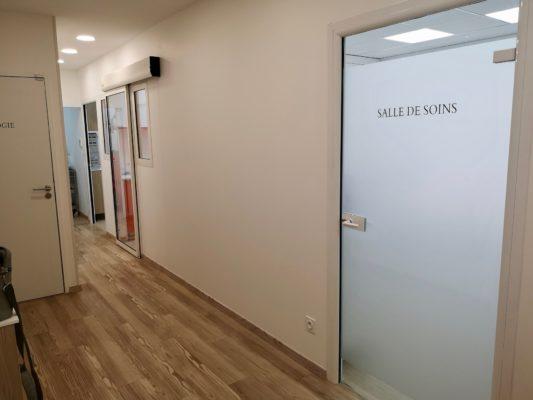 Couloir 3 1 533x400 - Exemple de réalisation : cabinet dentaire à Six Fours