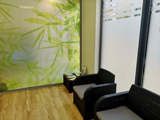 Salle dattente 1 533x400 - Exemple de réalisation : cabinet dentaire à Six Fours