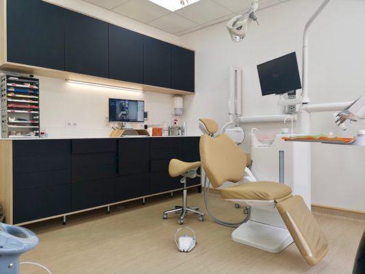 Salle de soins 2 1 533x400 - Exemple de réalisation : cabinet dentaire à Six Fours